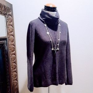 Calvin Klein - Cozy soft gray sweater 💕